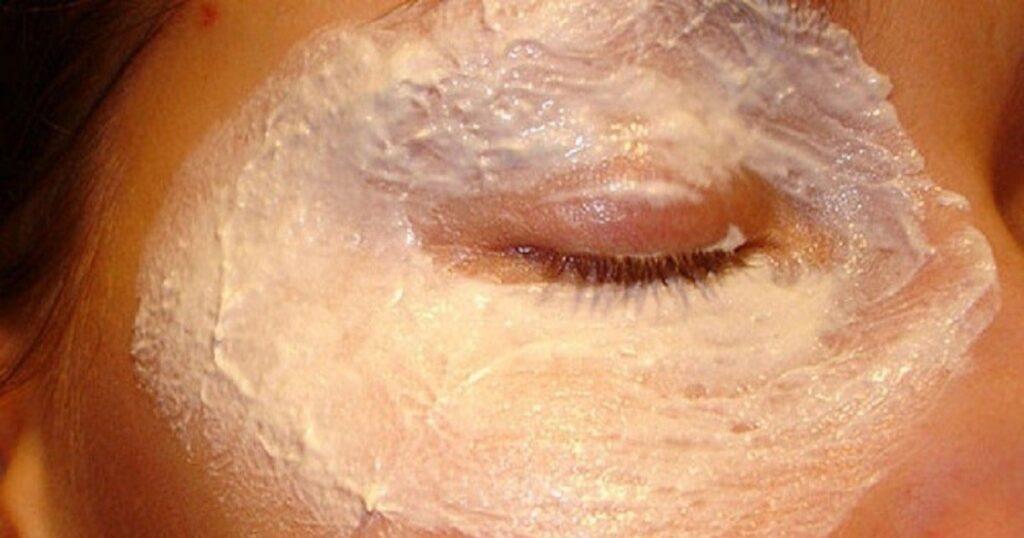 Кожа вокруг глаз будет без единой морщинки с этим средством